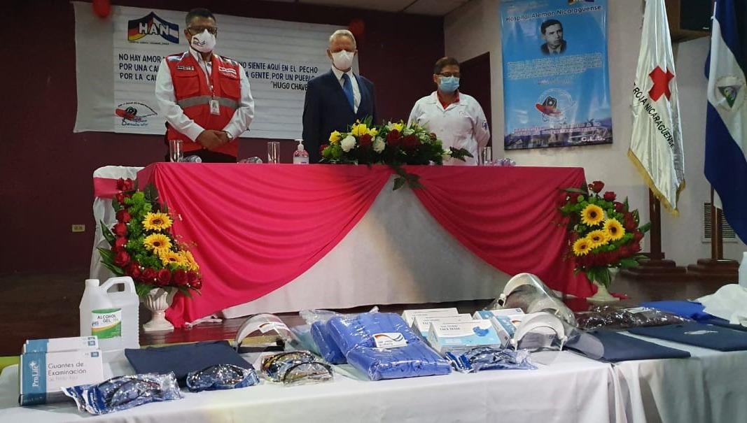 Actos de entrega de donativo presidido por el Dr. Oscar Gutiérrez, Presidente de CRN, Embajador de Alemania en Nicaragua, Sr. Christopher Bundscherer y la Dra. Kenia Grillo, Directora del Hospital Alemán Nicaragüense.