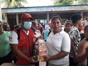 Entrega de kit de higiene a comunitarios